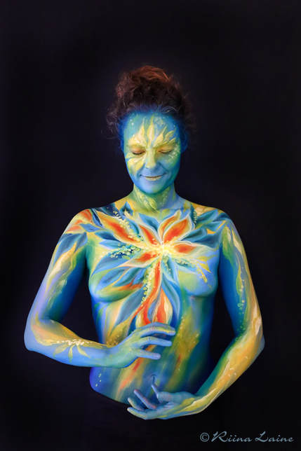 Colourful body painting by Riina Laine | www.riinalaineartist.com