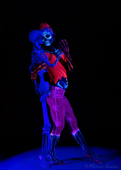 UV skeleton body painting for Halloween by Riina Laine