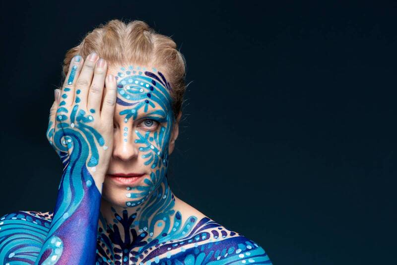 Artist Laura Voutilainen for Seura-magazine - Body painting, make-up & hair: Riina Laine | Photo: Tommi Tuomi/ Otavamedia